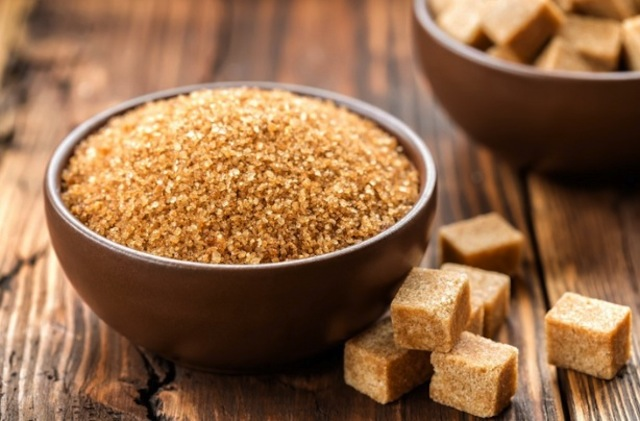 Smeđi šećer je zdraviji – istina ili laž?
