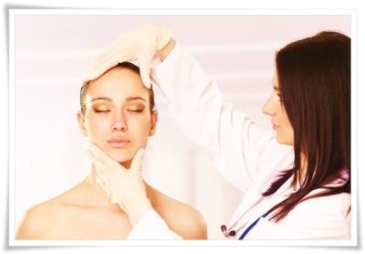 doktorica i lice žene