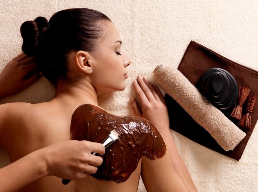 Počastite se masažom od tople čokolade!