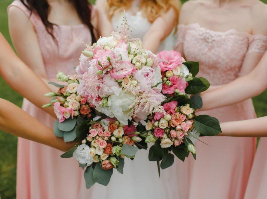 Bacanje buketa na vjenčanju