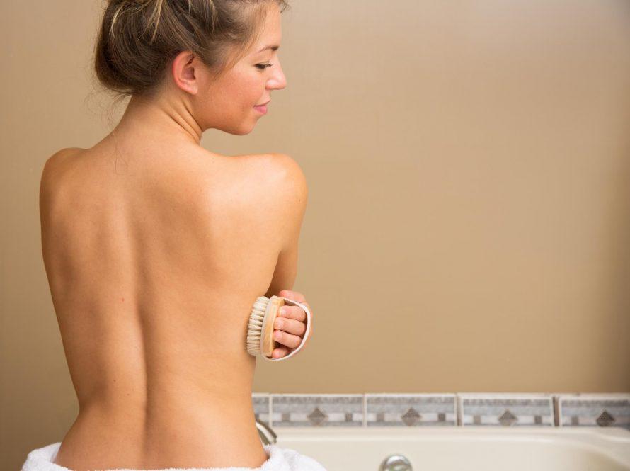 Suho četkanje za blistavu kožu bez celulita