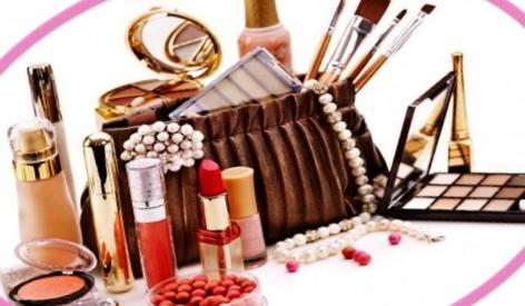 Zavirimo u make-up torbicu!